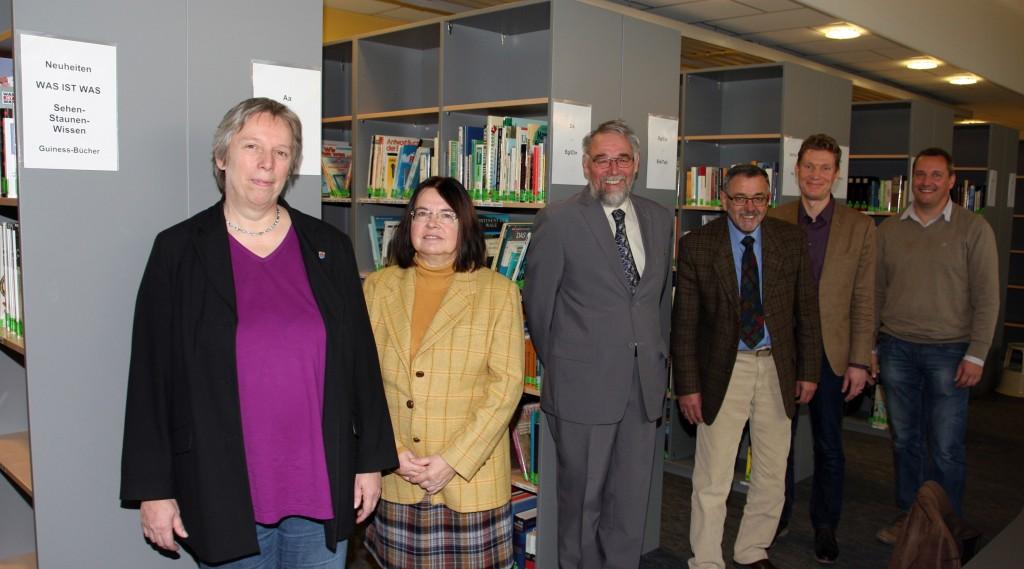 Christiane Schmahl eröffnet die Mediathek der Gesamtschule Hungen