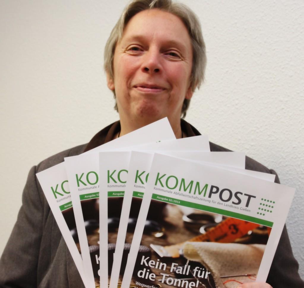 Abfallwirtschaftsdezernentin Christiane Schmahl präsentiert die neue KommPost