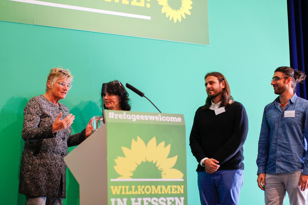Daniela Wagner Bettina Twrsnick von der Flüchtlingshilfe Mittelhessen, Mahmod Irani, Bayan Ahmad