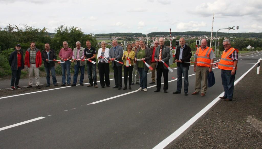 Alle Beteiligten freuen sich über die Verkehrsfreigabe